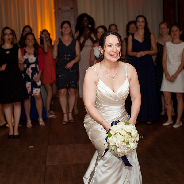 stephane-lemieux-photographe-mariage-montreal-005-bride, club-de-golf-saint-raphael-ile-bizard-montreal, euphorie, gold, having-fun, instagram, lancer-du-bouquet, laughing, reception, select, venue, wedding
