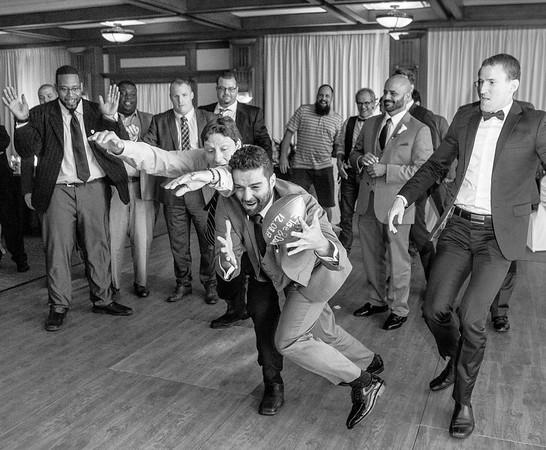 stephane-lemieux-photographe-mariage-montreal-002-club-de-golf-saint-raphael-ile-bizard-montreal, euphorie, gold, groomsmen, having-fun, instagram, laughing, reception, select, venue, wedding