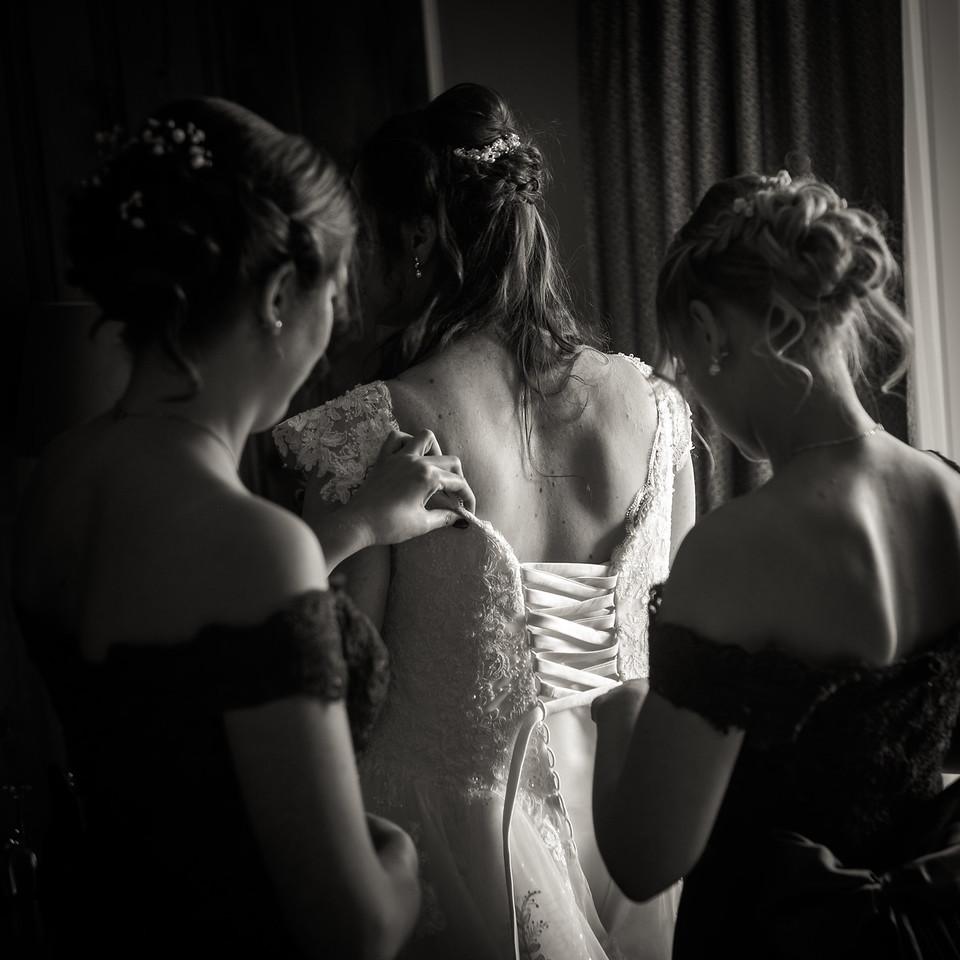 stephane-lemieux-photographe-mariage-montreal-015-black-and-white, bride, effervescence, getting-ready, hero, hotel-spa-mont-gabriel-sainte-adele, instagram, laurentides, select, wedding