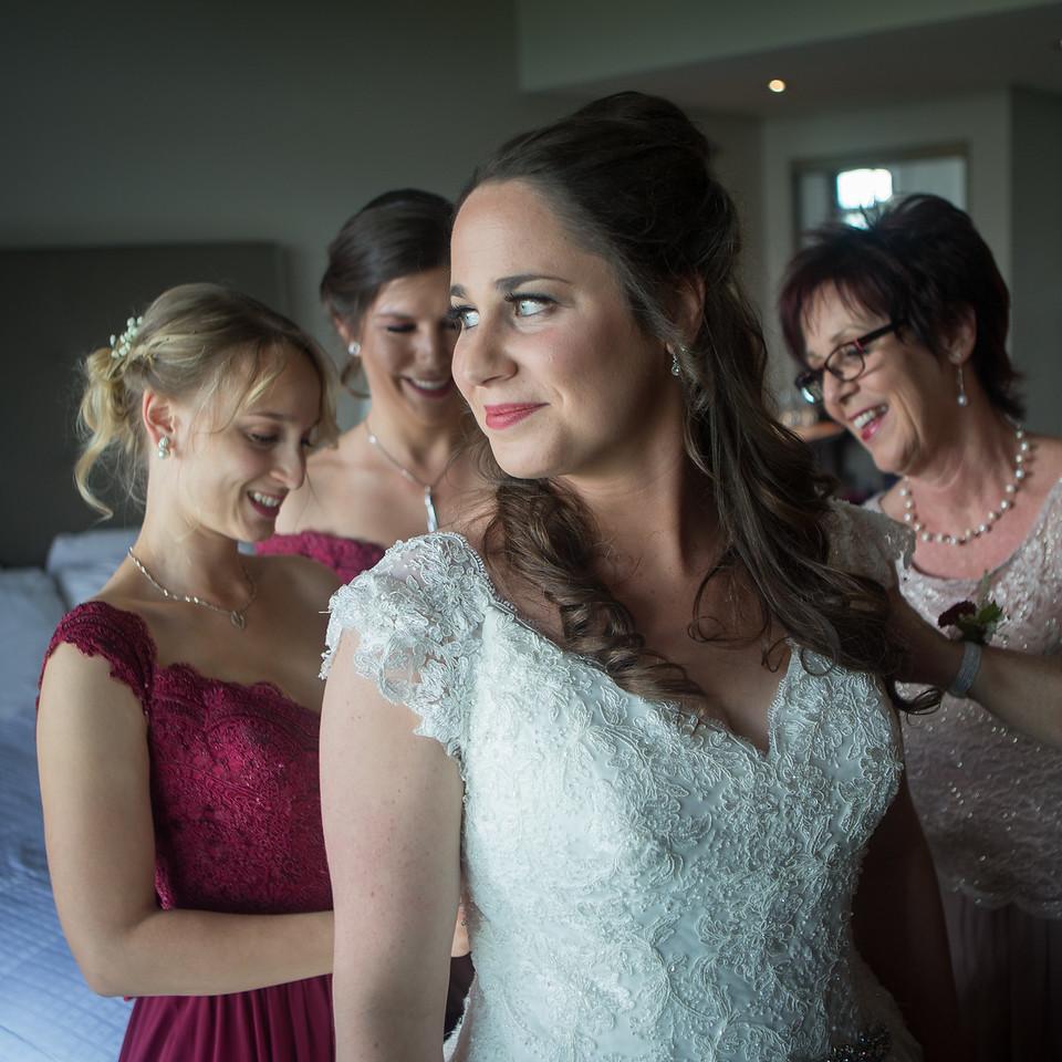 stephane-lemieux-photographe-mariage-montreal-014-bride, effervescence, getting-ready, gold, hotel-spa-mont-gabriel-sainte-adele, instagram, laurentides, select, wedding
