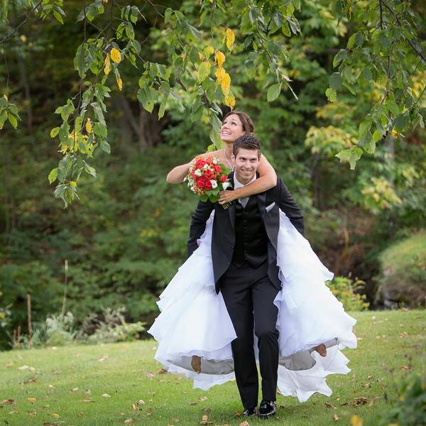 stephane-lemieux-photographe-mariage-montreal-046-bride, cantons-de-lest, complicité, couple, estrie, flowers, gold, groom, holding, instagram, orford, portfolio, walking, wedding