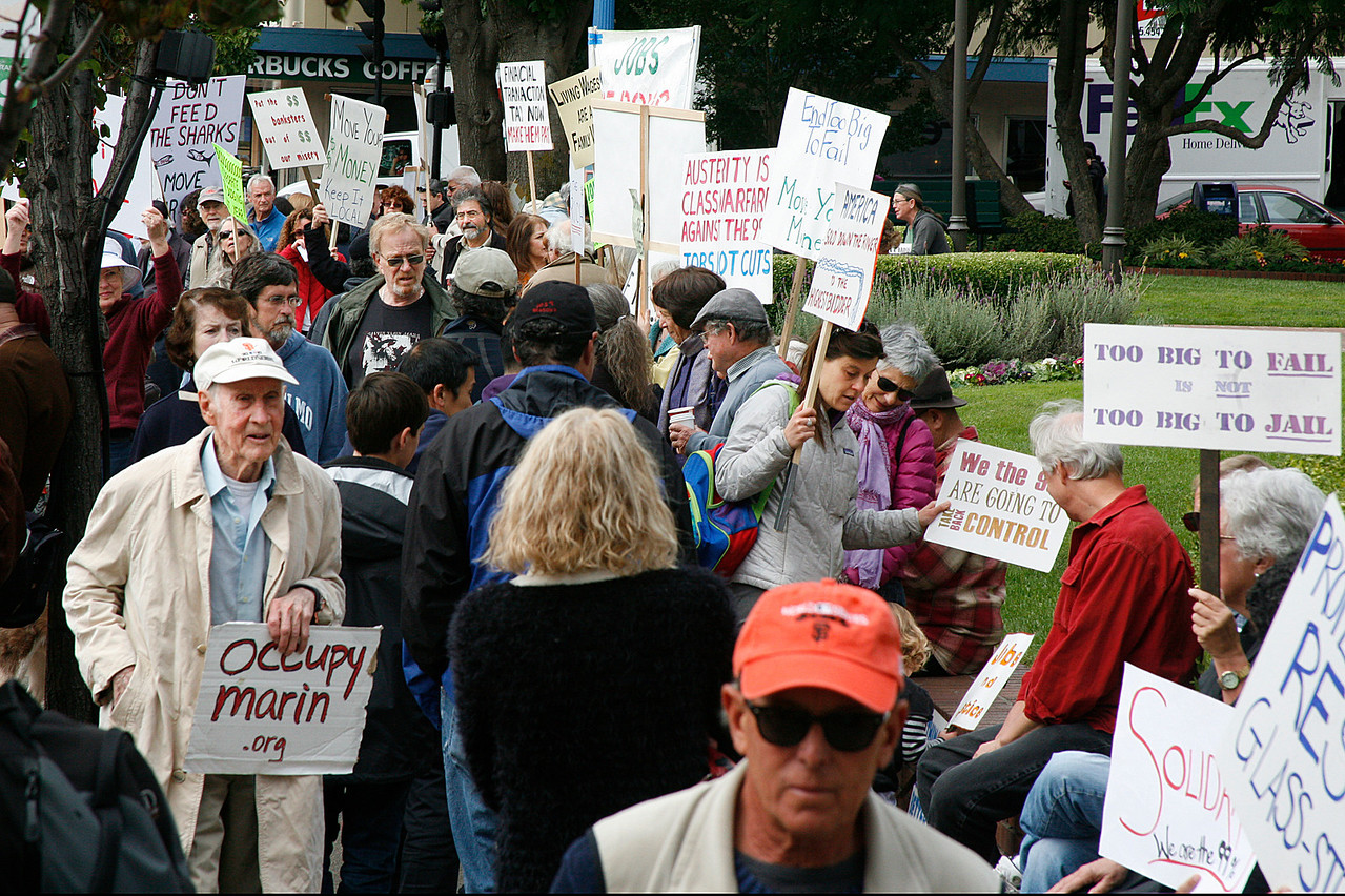 The sidewalk was full of protesters in front of Bank of America during the Bank Transfer Day protest in downtown San Rafael, Calif. on Saturday November 5, 2011. (Special to the IJ/ James Cacciatore)