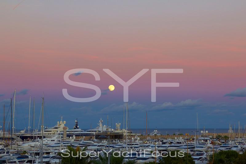 Port Vauban,Antibes,moonrise