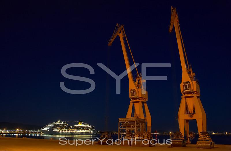 YR5Z9985  Cruiseliner & cranes  Palma de Mallorca