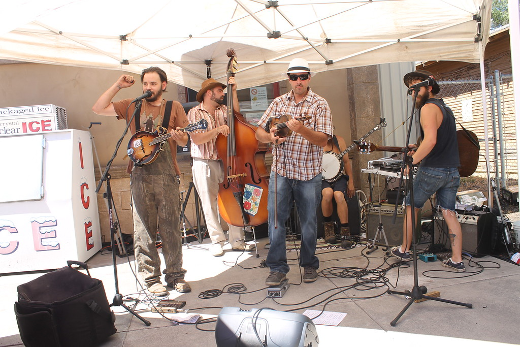 . ARIEL CARMONA JR/THE WILLITS NEWS Local band Pick & Pull offer live entertainment during Saturday\'s celebration