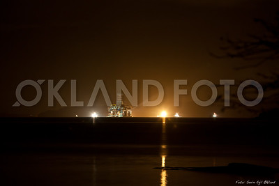 6 km hold i stupmørke... ikkje dei beste forutsetningane for nattfoto... Svein Egil Økland, 2011, Westcon, shipyard, skipsverft, ølen, ølensvåg, offshore, repair, shipbuilding, scarabeo 8, floatel superior, night, nightphoto, nightshot, natt, nattbilder, nattfoto, by night , olje, oljerigg, oljeplatform, platform, offshore, vessel, floater, floating, flyterigg, rigg, oilrig, oilplatform, plattform, oil, norway, norge, svein egil okland, west alpha