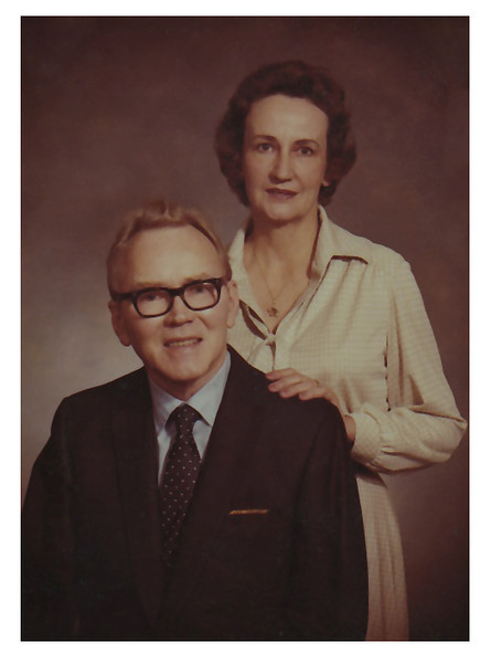1979 Sioux City, IA Morris and Jane Miller portrait taken by Lisle Ramsey Studios.