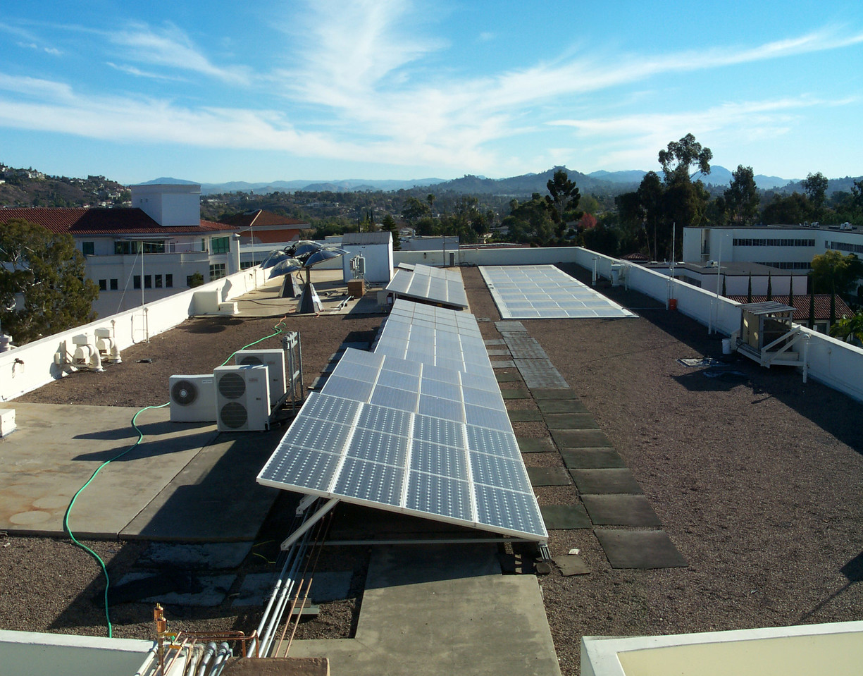 SDSU Physics array station. 7 diffrent type of arrays on one roof.