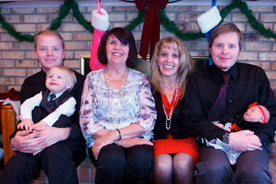 Linda (Cheri's mother), her grandsons and greatgrandkids.