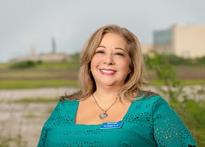 Tina Ybarra '98, '01