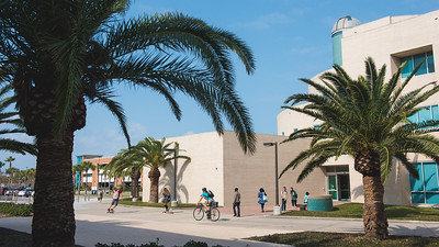 Students make their way past the Science and Engineering building on a beautiful day on campus.