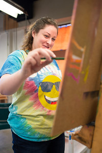 Elizabeth Smith sketches out her Impastro Portrait on canvas for Intermediate Painting.