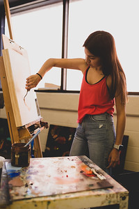 Kimberly Gary applies the first layer of paint to her Impasto Portrait for Intermediate Painting.