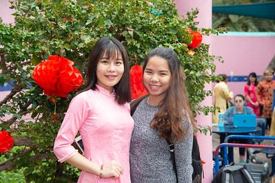 Huyen Bui (left) and Nhu Le enjoying the CSSA event.