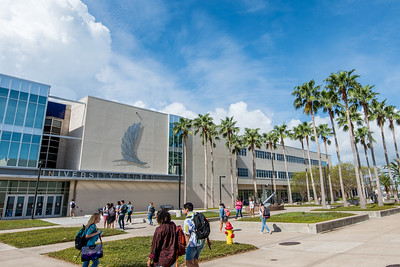 Islanders make their way through Anchor Plaza during the first day of the fall semester.