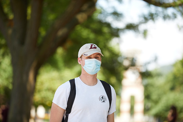 2020 UWL Students with Masks 0208