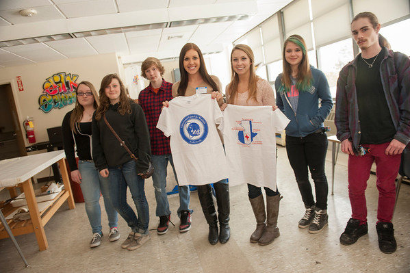 Nursing Students pick up T-shirts for Guatemala