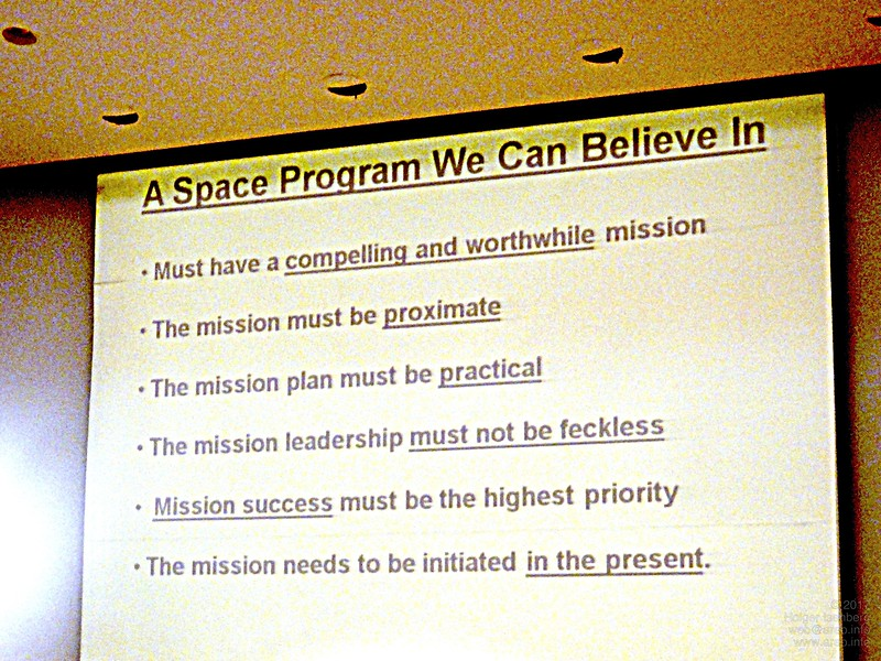 Dr. Robert Zubrin, President Mars Society, opens the convention, describing the key points of a successful space program.
