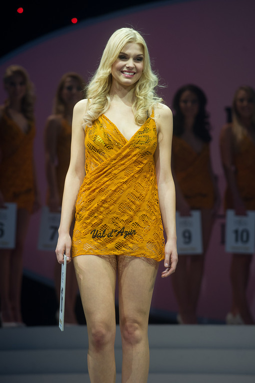 Christina Kuhlmann, 16, Miss Nordrhein-Westfalen, bei der Miss Germany Wahl 2013 im Europapark in Rust