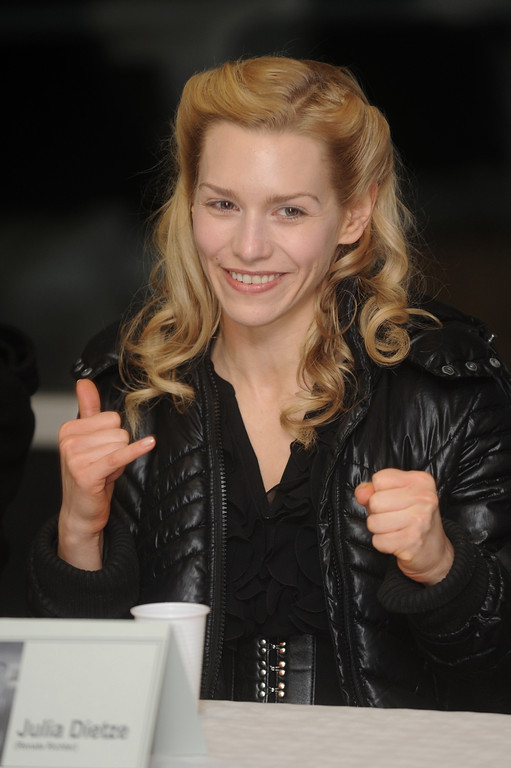 Julia Dietze, am Iron Sky Filmset in Frankfurt am 08.12.10