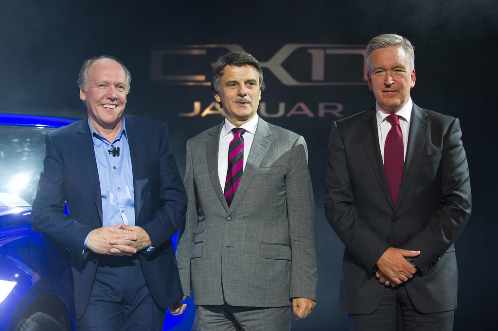 Adrian Hallmark, Global Brand Director, Jaguar, Ralf Speth, Jaguar, Land Rover, Design Director, Ian Callum,  bei der Weltpremiere von JAGUAR im Palais Thurn & Taxis am 09.09.13