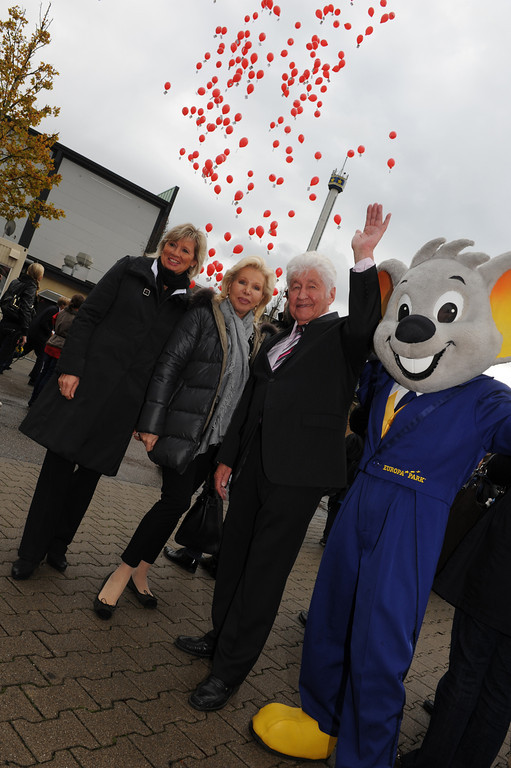 Gotthilf Fischer, Ute-Henriette Ohoven, beim Projekt One World Family am 20.10.10 im Europa Park in Rust