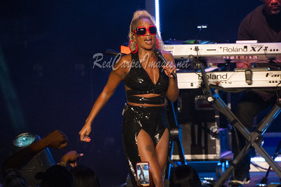 STERLING HEIGHTS, MI - AUGUST 01:  Mary J. Blige performs on stage at Michigan Lottery Amphitheatre on August 1, 2017 in Sterling Heights, Michigan.  (Photo by Aaron J. / RedCarpetImages.net)