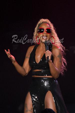 Mary J. Blige and LeToya Luckett in Concert - Detroit, MI