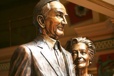 Statue of Senator Mike Mansfield and his wife Maureen inside the State Capitol