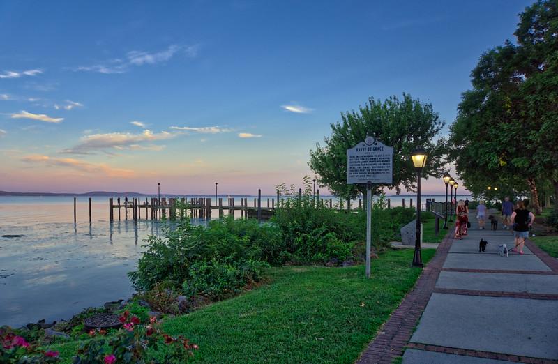 1122 - Maryland - Sidewalk Bayfront Havre De Grace (p)