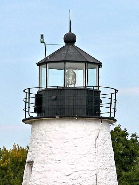 The original light source was provided by 9 whale oil lamps which used 16 inch tin reflectors. In 1855 a steamer lens was installed and in 1869 a Sixth Order Fresnel lens was installed in the lantern. A larger Fifth Order Fresnel was installed in 1891.