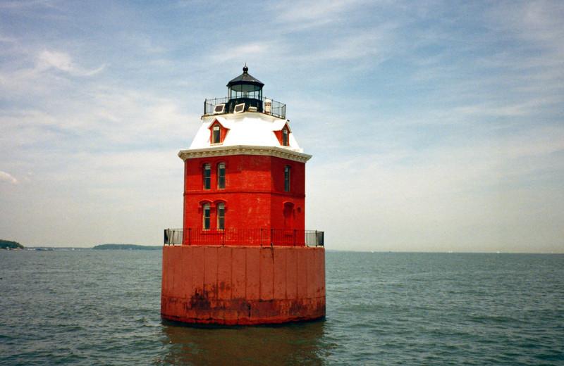 Sandy Point Light002