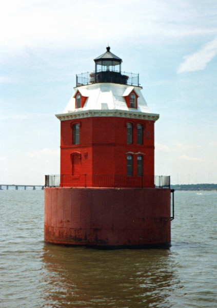 Sandy Point Light003