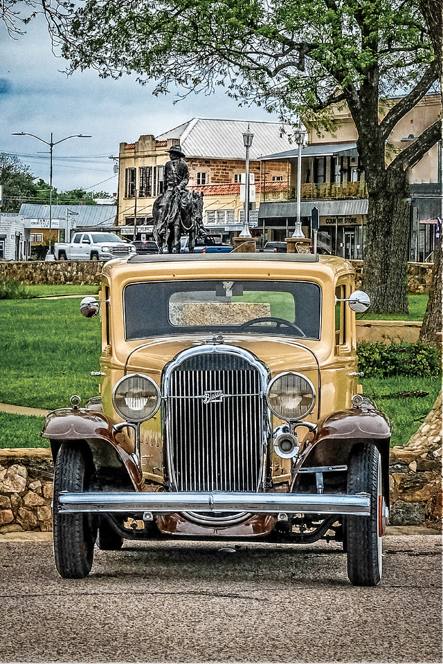 Antique Buick on Sqaure-1-1-223