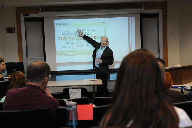 Robinson Professor Steven Pearlstein in class