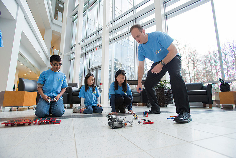 Professor Andrew Guccione mentors Fairfax County Elementary students for a robot design project