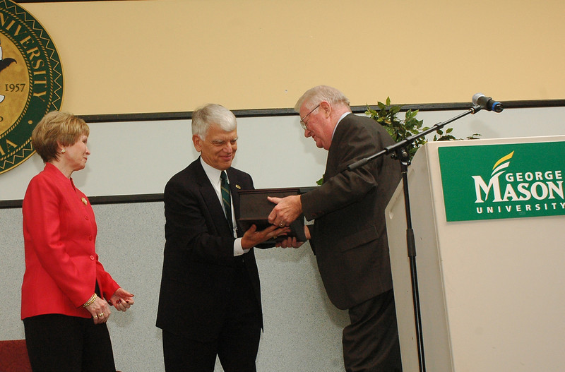 President Alan Merten and wife Sally at a ceremony to recognize their 10th year at Mason.