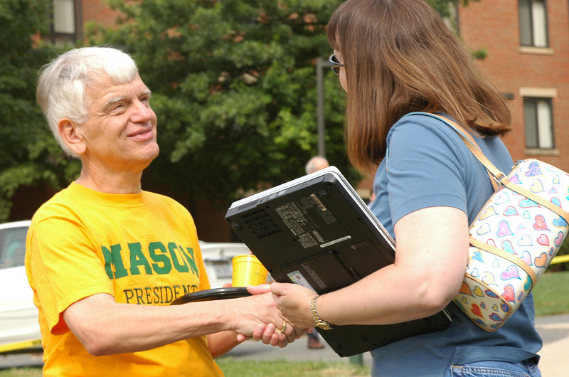 President Alan Merten welcomes parents and students to campus during Welcome Week, 2005. Photo by Creative Services.