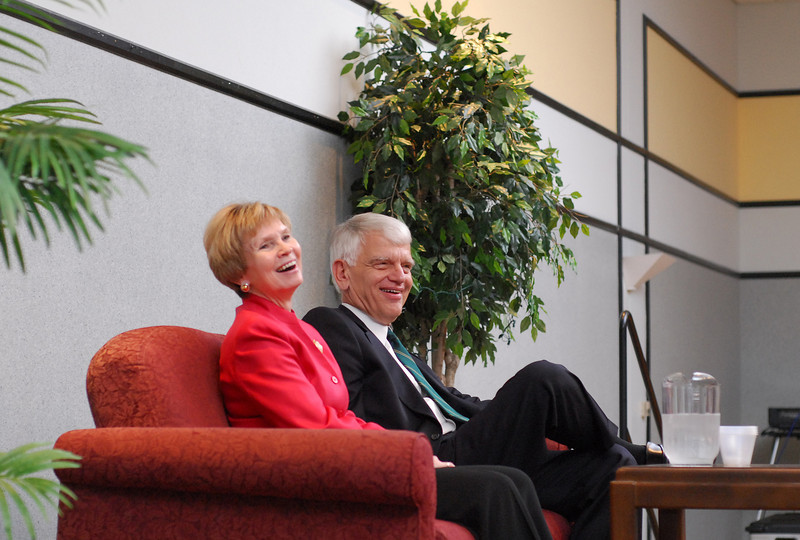 President Alan Merten and wife Sally at a ceremony to recognize their 10th year at Mason. Photo by Evan Cantwell