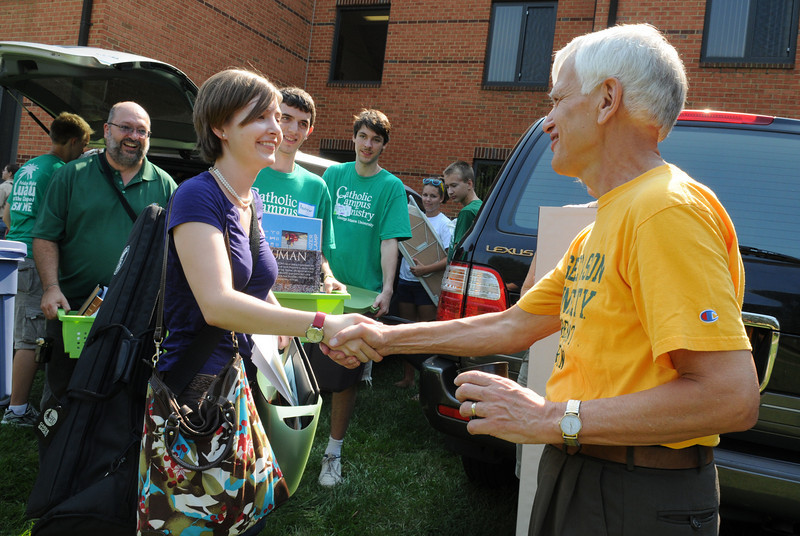 President Alan Merten welcomes new students to campus during Welcome Week. Photo by Creative Services.