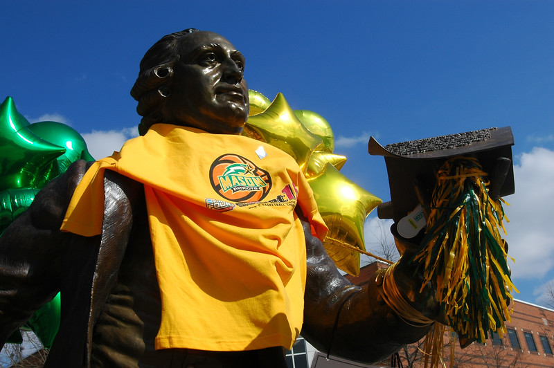 Mason Statue Dressed for Final Four Pep Rally