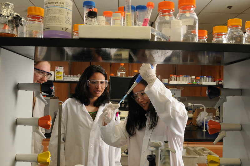Students Tiffany Ha and Minu Ramanan working in a Prince William campus laboratory . Photo by Evan Cantwell