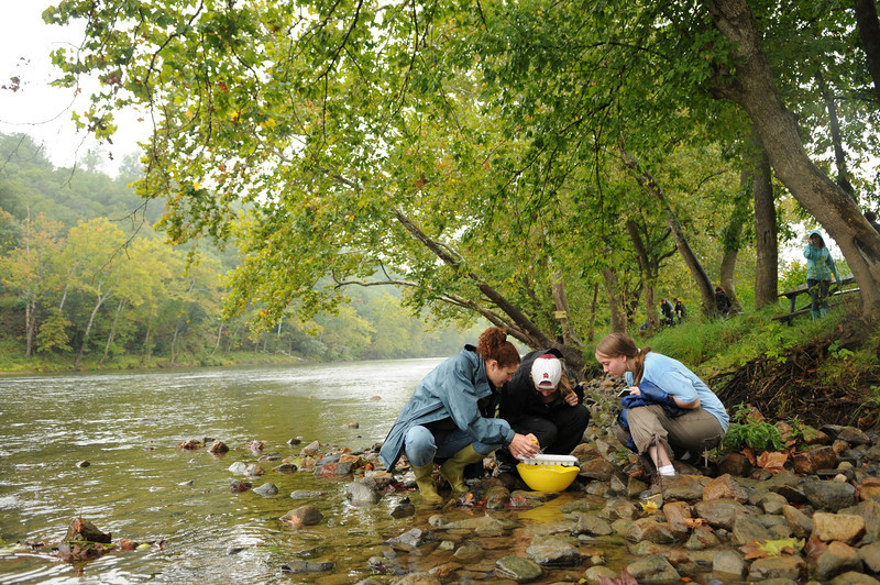 Mason Smithsonian Semester students conduct water testing while learning about watershed management on the Shenandoah River. Photo by Evan Cantwell