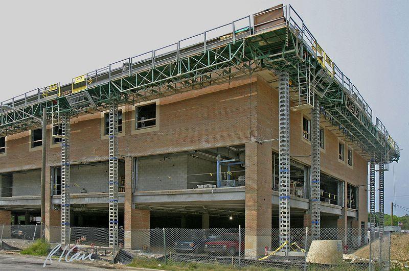 Brick construction: Hydro-Mobile modular mast-climbing work platform for placing brick. YMCA, Ann Arbor, 2004.