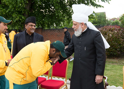 International Masroor Cricket individuals meet Huzur (8 of 349)