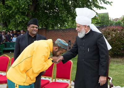 International Masroor Cricket individuals meet Huzur (4 of 349)