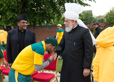 International Masroor Cricket individuals meet Huzur (6 of 349)