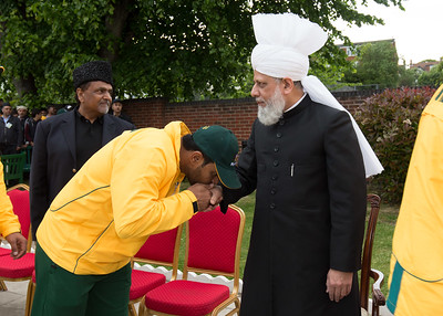 International Masroor Cricket individuals meet Huzur (12 of 349)