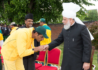 International Masroor Cricket individuals meet Huzur (2 of 349)