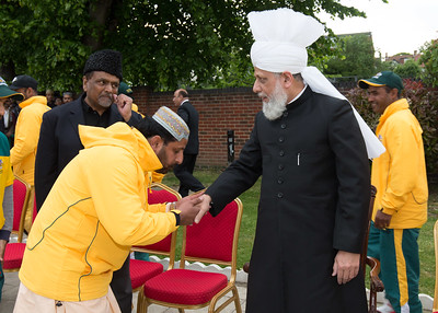 International Masroor Cricket individuals meet Huzur (5 of 349)